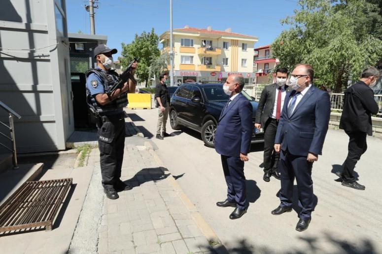 Emniyet Genel Müdürün Mehmet Aktaş Afyonkarahisar Kocatepe Polis Merkezi Amirliği ve İl Jandarma Alay Komutanlığı'nı Ziyaret Etti