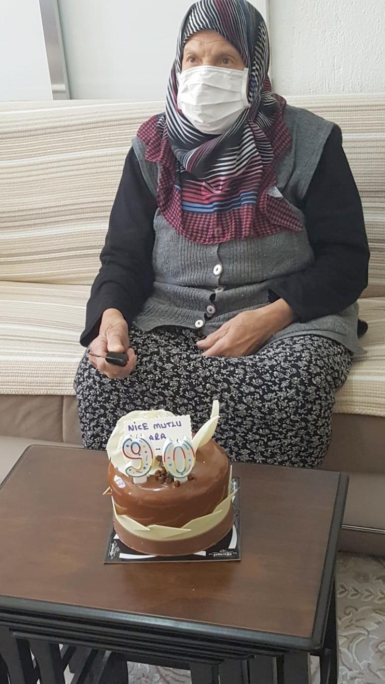 90 yaşına giren Hatice Dinçel'e sürpriz doğum günü
