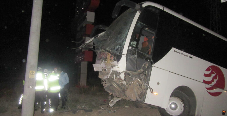 Afyonkarahisar'da yolcu otobüsü şarampole düştü: 31 yaralı