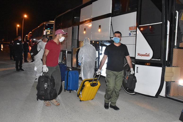 Irak'tan getirilen 136 Türk işçi Afyonkarahisar'da yurda yerleştirildi