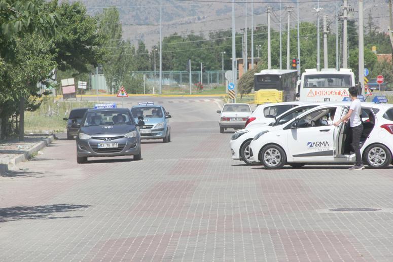 Afyonkarahisar'da MTSK direksiyon sınavları tekrar başladı