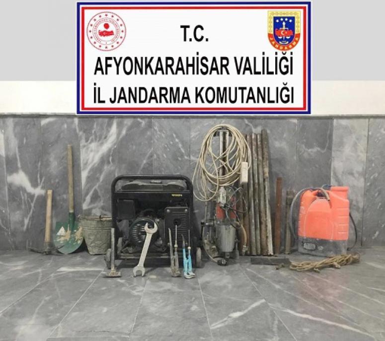 Arazide izinsiz kazı yapan 5 şüpheli yakalandı