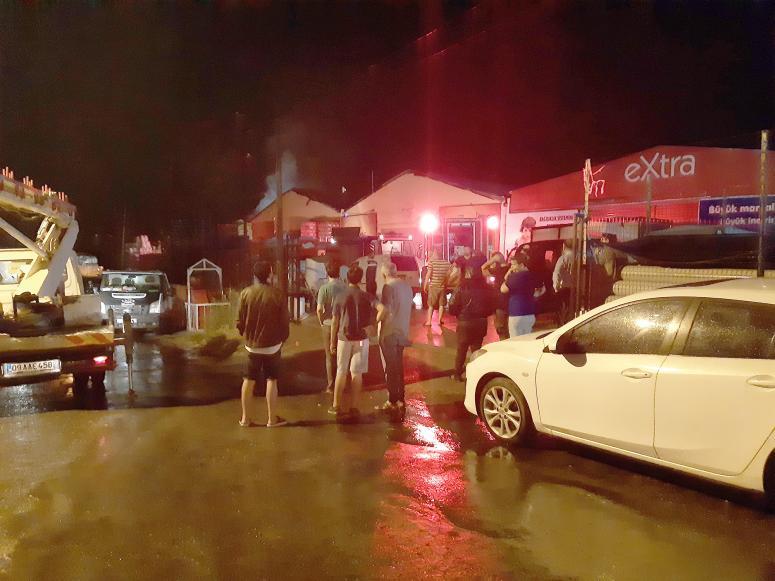 Aydın'da gıda toptancı deposunda yangın