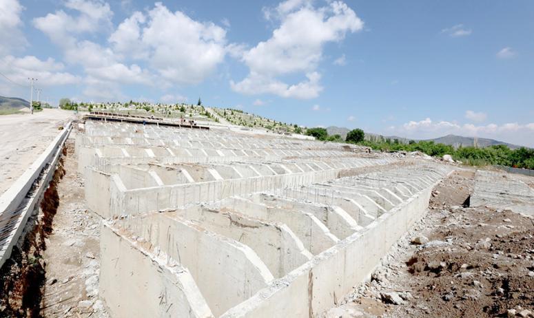 Bayraktepe mezarlığında yapılı kabirler tahsise sunuluyor