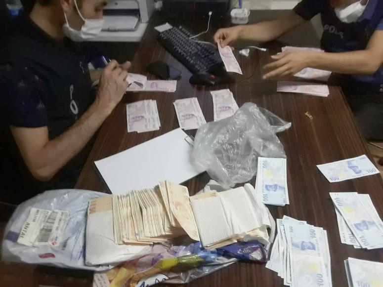 Burdur'da yakalanan şüphelinin Afyonkarahisar'daki evinde sahte parayla sikkeler bulundu