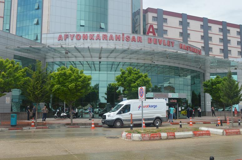 Covid-19 şüphelileri 3 doktoru darp etti