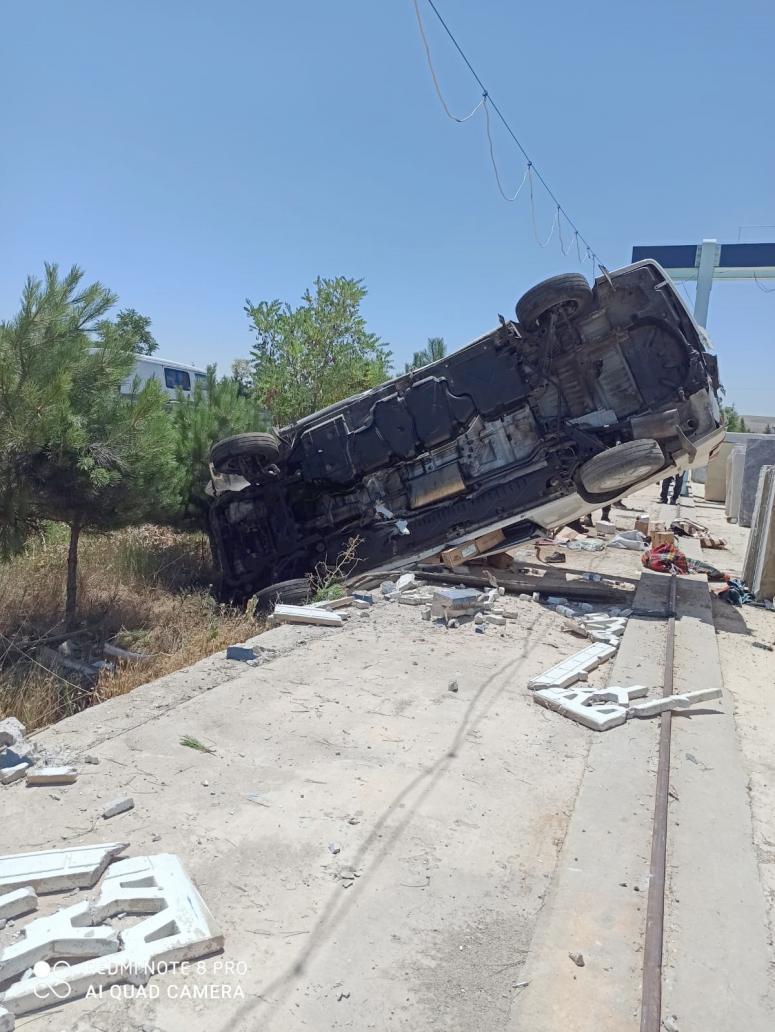 Devrilen kamyonette bir kişi yaralandı