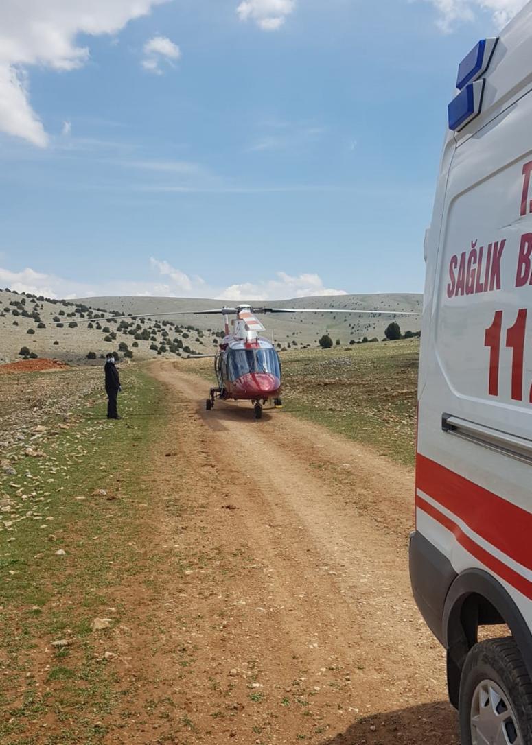 Devrilen traktörün sürücüsü yaralandı