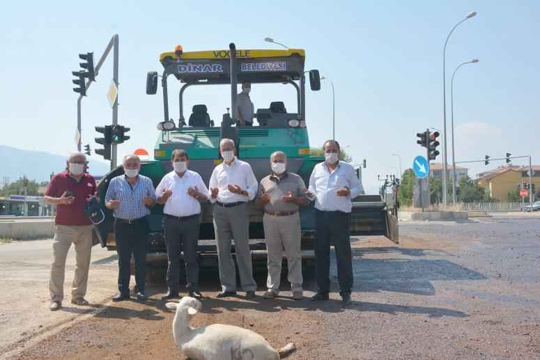 Dinar'da asfalt çalışmaları başladı
