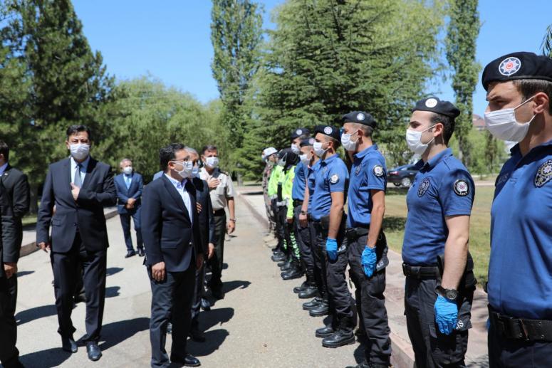 Afyonkarahisar heyeti polis teşkilatının bayramını kutladı