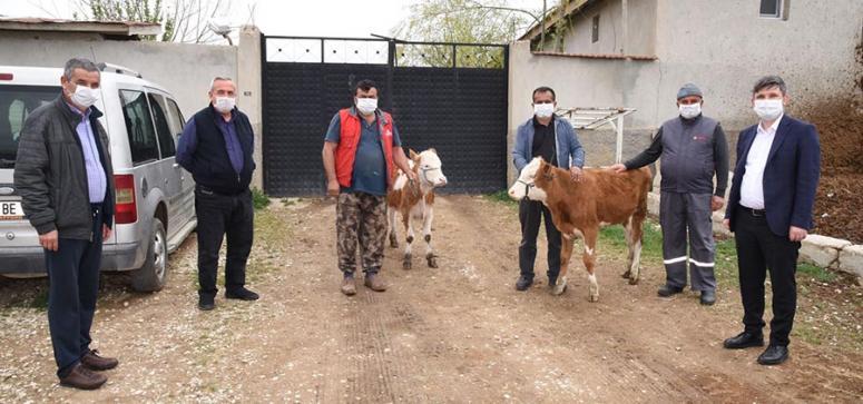 Hayvanlarını satarak bağışta bulundular