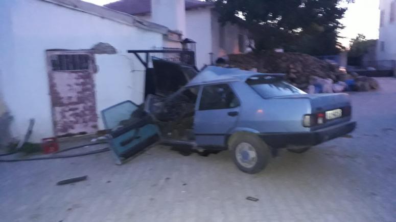 Kahvehanenin duvarına çarpan otomobilin sürücüsü öldü