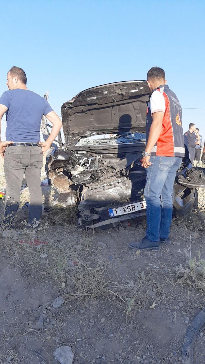 Katliam gibi kaza: 2 ölü 3 yaralı