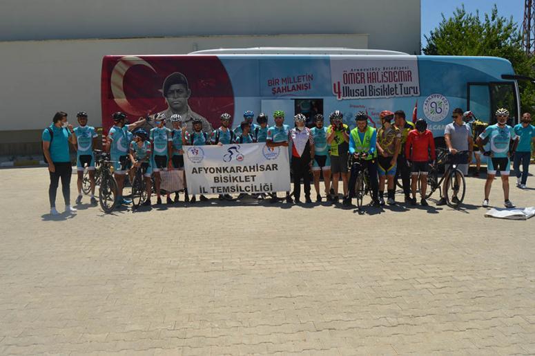 Ömer Halisdemir 4. Ulusal Bisiklet Turu'na katılanlar Afyonkarahisar'da