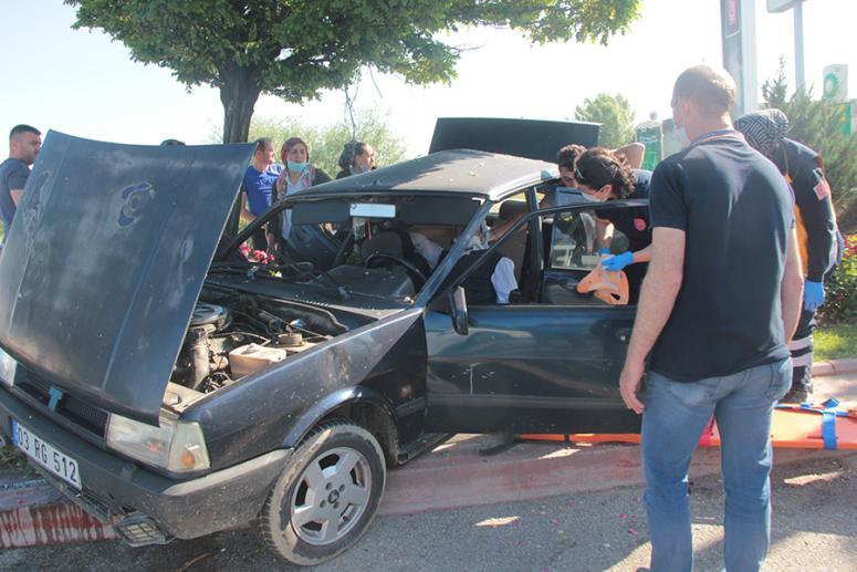 Otomobil ve kamyon çarpıştı:5 yaralı