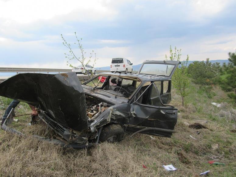 Şarampole devrilen otomobilin sürücüsü yaralandı