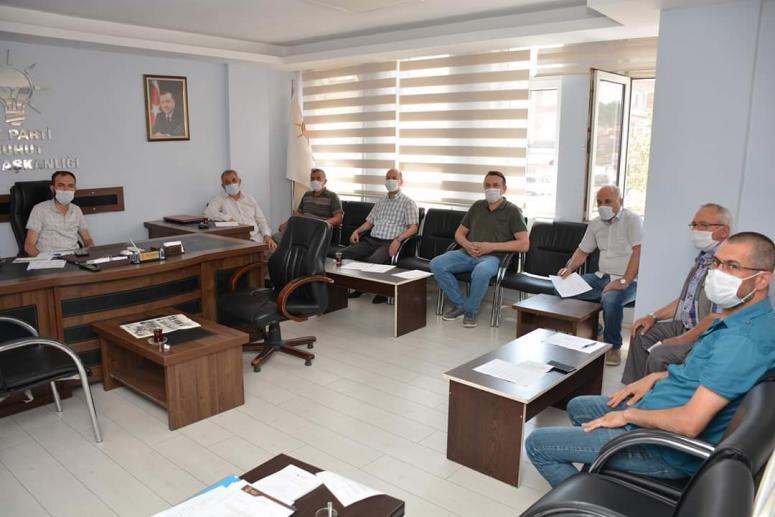 Şuhut Belediyesi AK Parti Grup Toplantısı AK Parti Şuhut İlçe Başkanlığı binasında gerçekleşti.