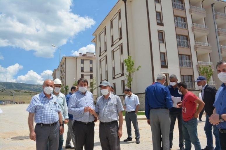 Afyonkarahisar'ın Dinar İlçesinde, TOKİ tarafından yapılan 800 adet konutun anahtar teslimleri başladı.