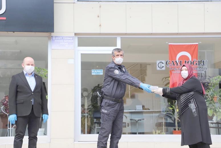 AK Parti'den görev yapan polislere aşure ikramı