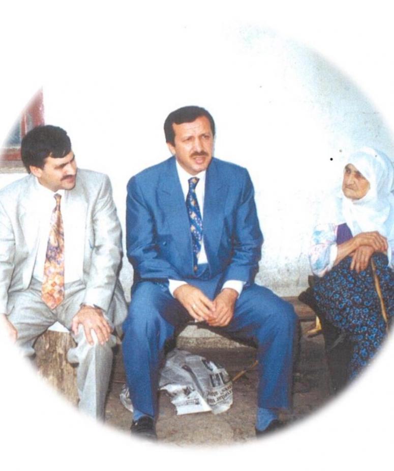 Eroğlu fotoğrafın hikâyesini Akar'a anlattı