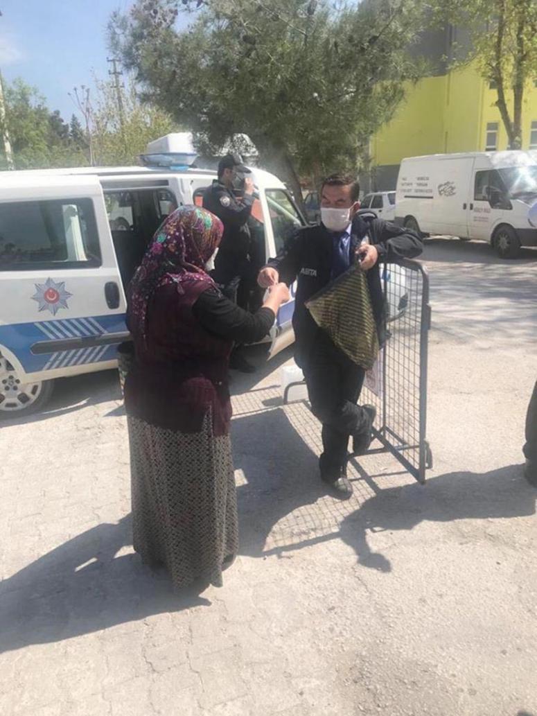 Dinar Belediyesi maske dağıttı