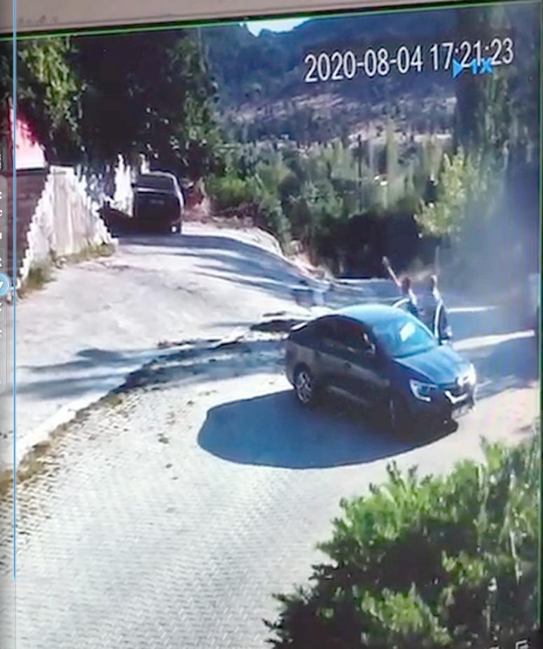 Tüfekle eve yapılan baskın anı güvenlik kamerasına yansıdı