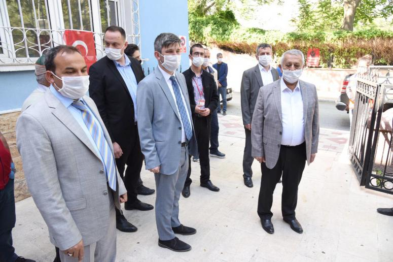 Zeybek'ten 'vefa sosyal destek grubu' tebrik ziyareti