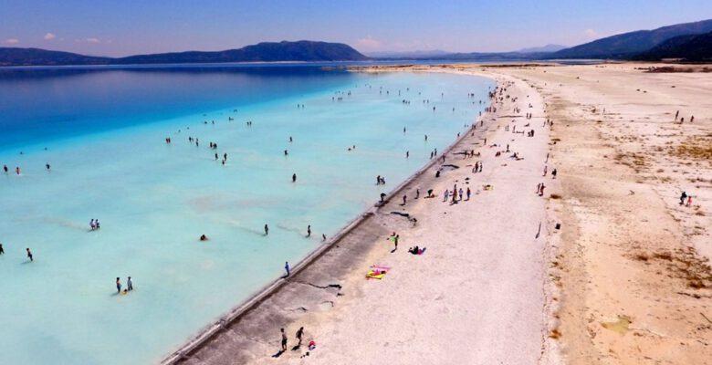 Bakan duyurdu: Salda'nın 'Beyaz Adalar' bölgesinde göle girilmesi yasaklanabilir
