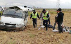 İnşaat işçilerini taşıyan minibüs devrildi 7 yaralı