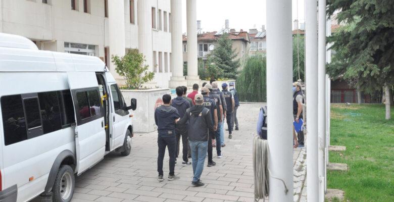 Afyonkarahisar merkezli 3 ilde FETÖ operasyonu 6 gözaltı