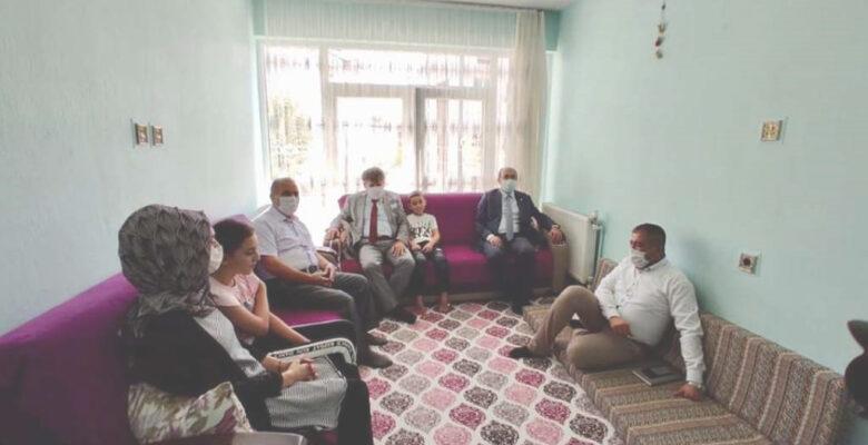 Afyonkarahisarlı hayırseverden 45 öğrenciye eğitim yardımı