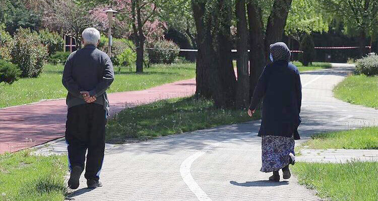 BAYAT'TA 65 YAŞ GRUBUNA KISITLAMA