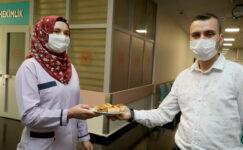 Belediye Sağlık çalışanlarına Ağzı Açık ve Bükme İkram etti