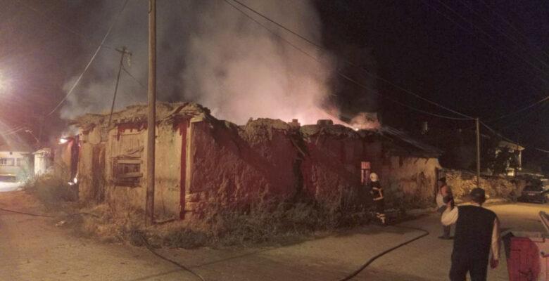 Çıkan ev yangını paniğe neden oldu