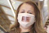İşitme engelliler için özel maske tasarladı