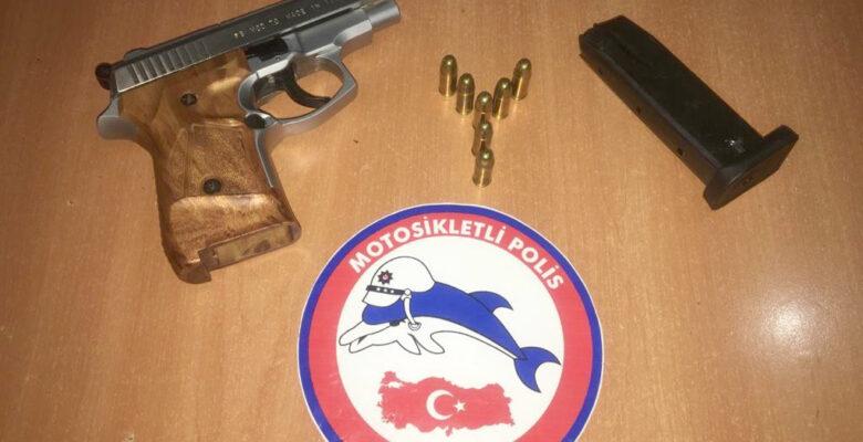 Şüpheli Araçta Ruhsatsız Silahlar Ele Geçirildi