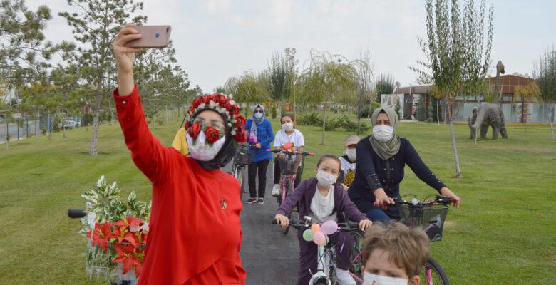 """Süslü Kadınlar Bisiklet Turu"""" Kovid-19 tedbirleri altında gerçekleştirildi"""