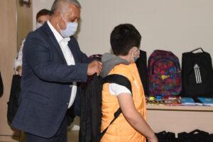 Afyonkarahisar Belediyesinden kırtasiye yardımı