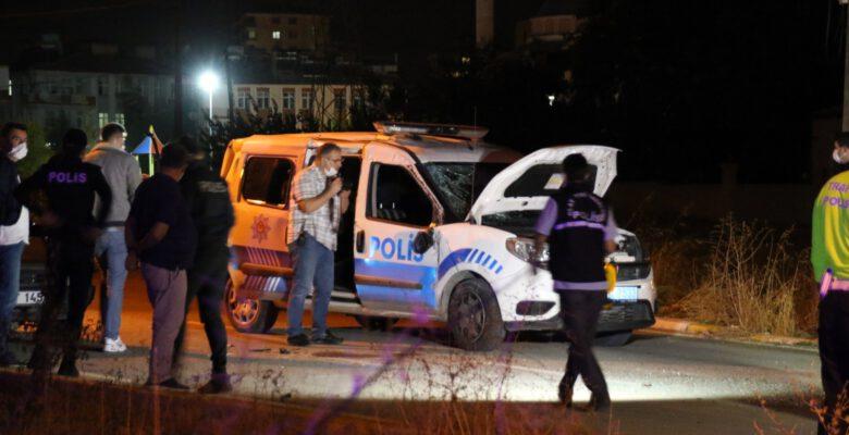 Uşak'ta polis aracı ile otomobil çarpıştı: 2 polis yaralı