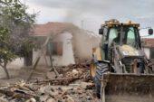 İscehisar'da metruk binaların yıkımına başlandı