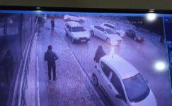 3 otomobilin karıştığı trafik kazası güvenlik kamerasında