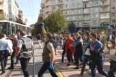 İzinsiz basın açıklaması yapmak isteyen gruba polis engeli
