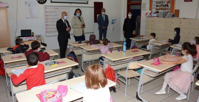 İl Milli Eğitim Müdürü Cırıt, 'yüz yüze eğitim' ile ilgili Barbaros İlkokulu'nu ziyaret etti
