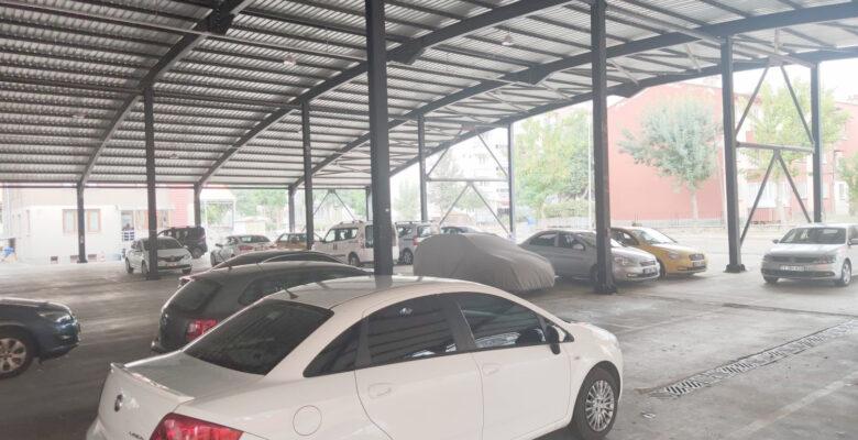 Araç sahipleri dolu önlemini kapalı pazar yerlerine sığınarak aldı