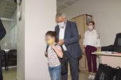 Başkan'dan öğrencilere kırtasiye yardımı