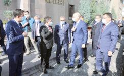 Ulaştırma ve Altyapı Bakanı Karaismailoğlu, Vali Çiçek'i ziyaret etti