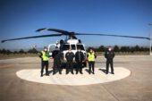 Eskişehir İl Jandarma Komutanlığı tarafından helikopter ile havadan yapılan trafik denetiminde kurallara uymayan 24 araç sürücüsüne toplam 8 bin 650 lira para cezası uygulandı. Eskişehir İl Jandarma Komutanlığı'na bağlı trafik ekipleri tarafından kazalarının en aza indirilmesi, can ve mal kayıplarının önlenmesi, sağlıklı seyahat ve ulaşımın sağlanması amacıyla karayollarında helikopter ile havadan trafik denetimi yapıldı. Helikopter ile yapılan denetimde sağ şeritte veya bankette uygunsuz durumda bekleme, ağır taşıtların uygunsuz şerit kullanımı, tehlikeli şerit değiştirme/makas atma, hatalı sollama, yakın takip ve seyir halinde cep telefon ile konuşmak gibi kurallarına uymayan 24 araç sürücüsüne toplam 8 bin 650 lira idari para cezası uygulandı