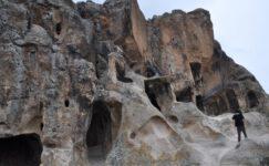 Binlerce yıllık Frig vadisi mağaralarında çirkin yazı ve şekiller