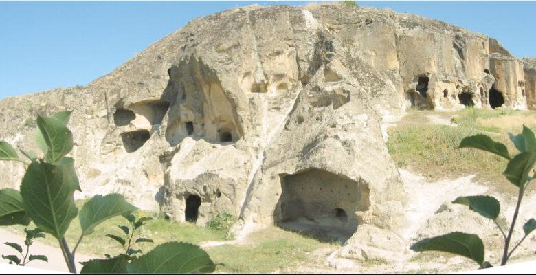 Binlerce yıllık medeniyetin izlerini taşıyan Ayazini
