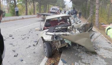 Kamyonet ile otomobil çarpıştı, 3 kişi yaralandı